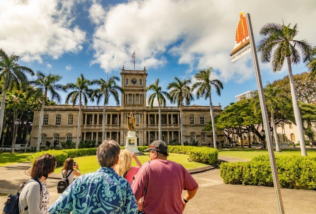 Ali'iolani Hale and Kamehameha Statue Visitors and Sign Honolulu