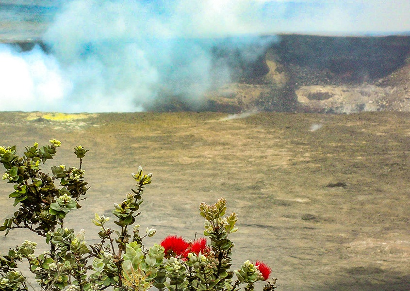 Halemaʻumaʻu crater, Kīlauea volcano, Big Island Hawaii panoramic