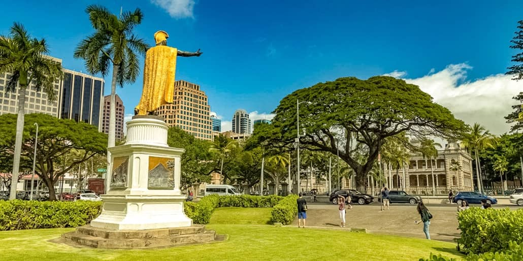 Kamehameha Statue from Behind with Iolani Palace background