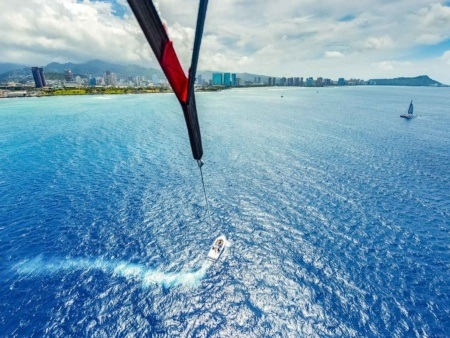 Parasail Boat and Ocean Oahu