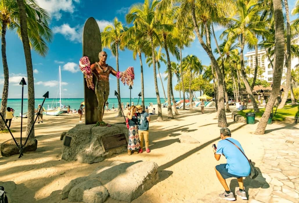 Waikiki Beach Duke Statue Visitors Oahu