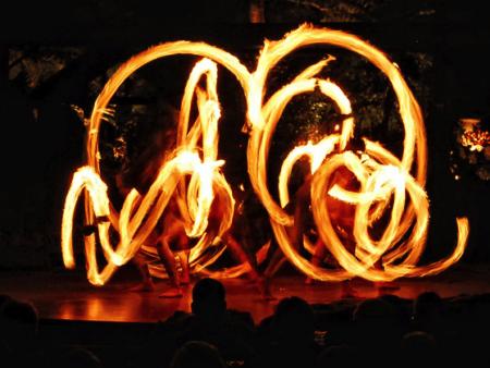 luau kalamaku fire twirlers