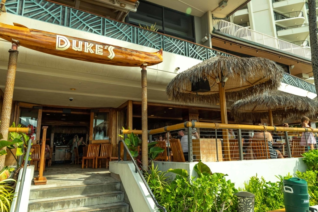 Duke's Restaurant Waikiki exterior and Tables