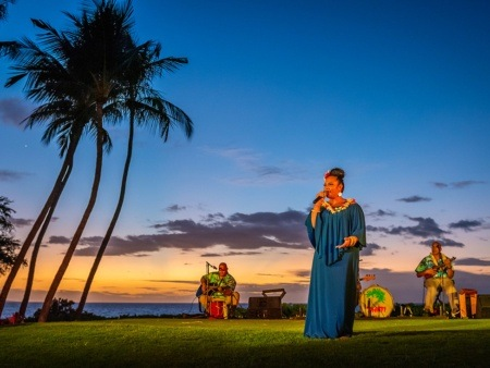 lady singing at luau