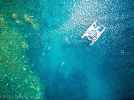 sea-maui-boat-reef-above