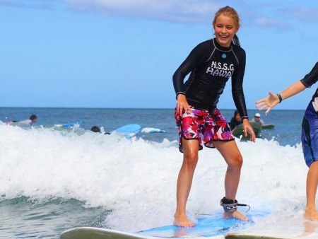 group surfing lesson with surf girls