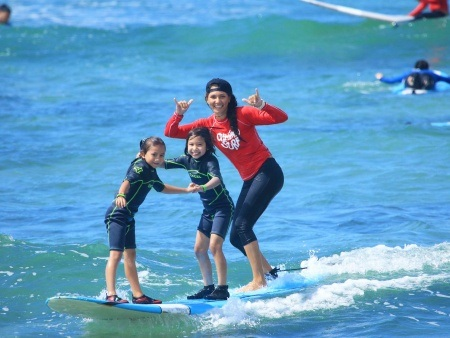 ala moana surf lessons with tour guide